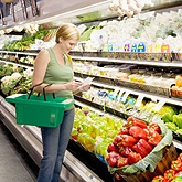 celiac-7-healthy-eating-tips-woman-grocery-aisle-165.jpg