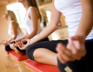migranes-healthy-habits-gallery-yoga-class-320.jpg