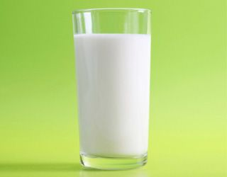 hypertension-foods-that-lower-blood-pressure-gallery-skim-milk-320.jpg