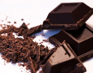 hypertension-foods-that-lower-blood-pressure-gallery-dark-chocolate-320.jpg
