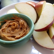 Apple Slices with Maple-Cinnamon Peanut Butter Dip
