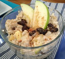 Slow Cooker Steel-Cut Oats with Apples and Figs