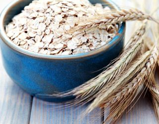 high-cholesterol-foods-that-lower-cholesterol-gallery-oatmeal-320.jpg